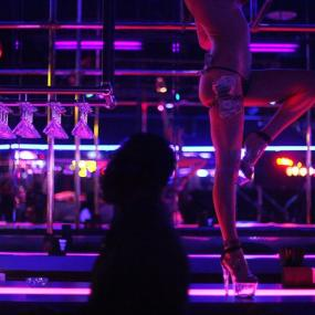 Pole dancing, striptease, lap dance ... the girls make everything you want